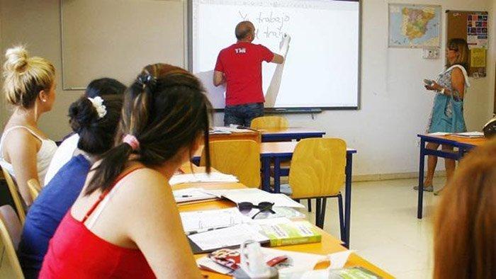 Británicos abren aulas a segunda lengua